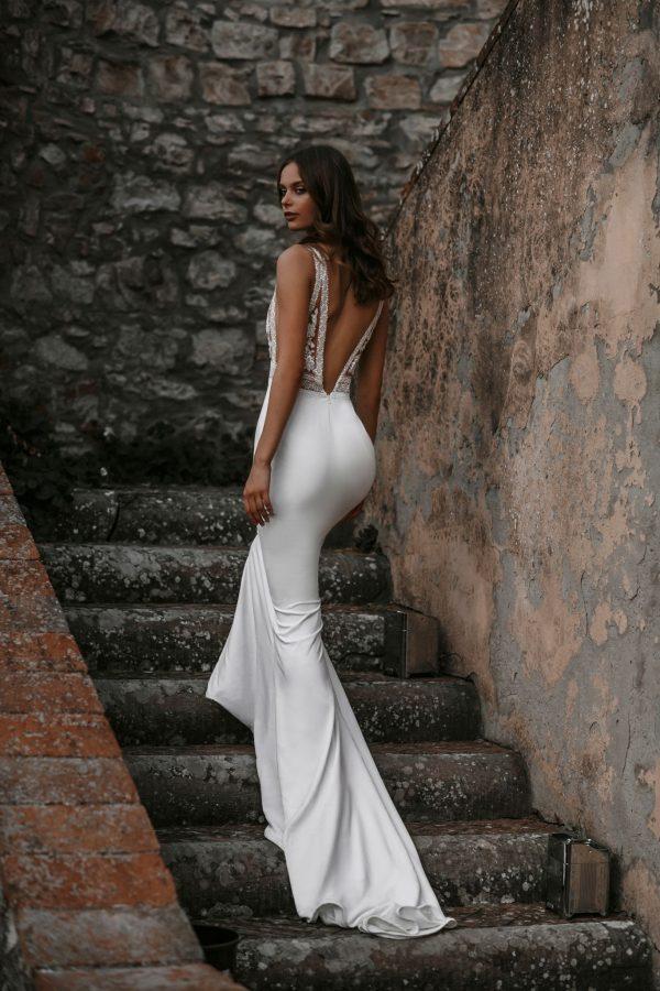 abella-bride-e152-wedding-dress